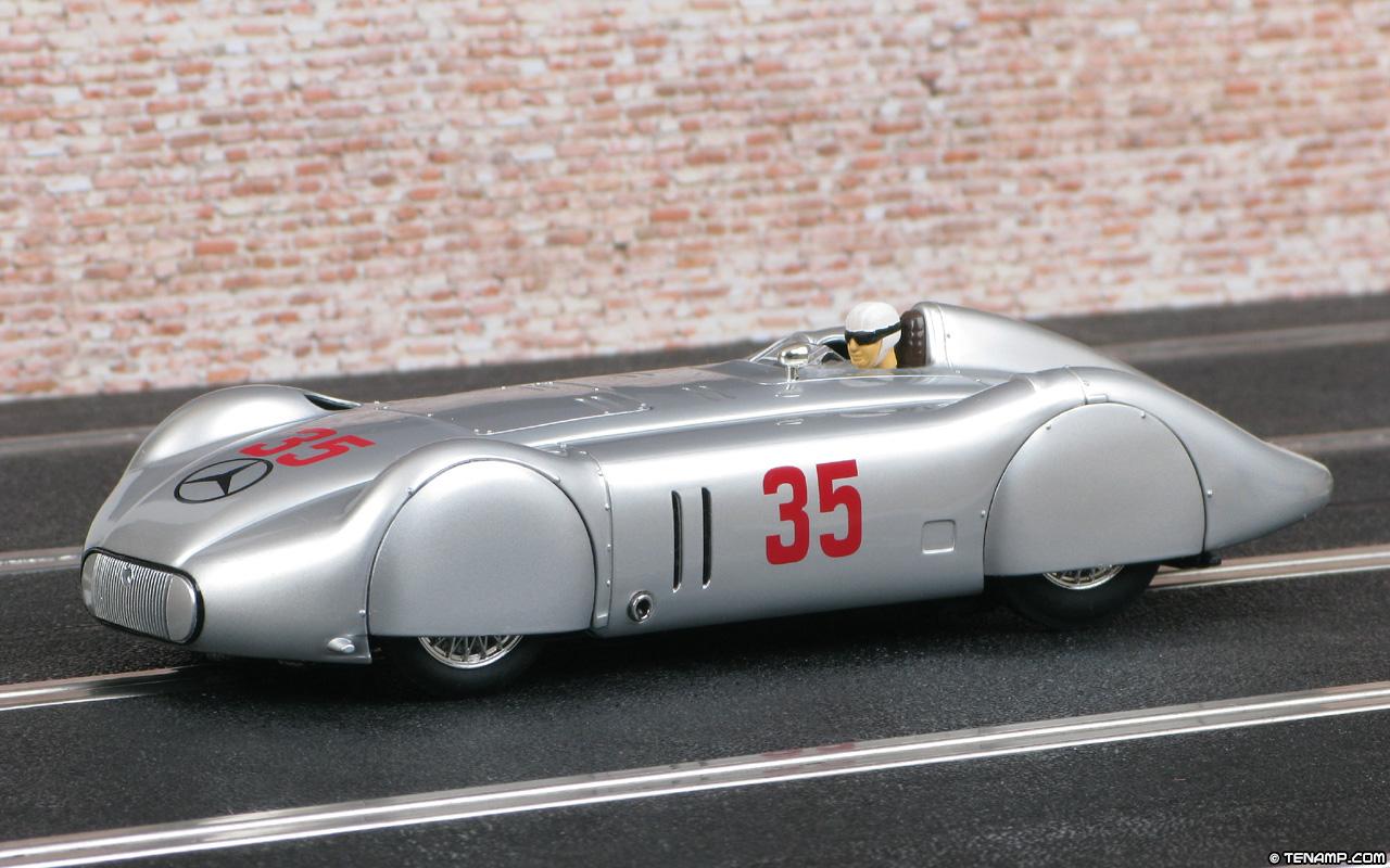 Carrera 27356 Mercedes Benz W125 Stromlinie 35 Avus 1937