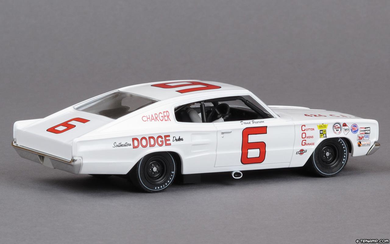 Monogram 85-4842 - 1966 Dodge Charger. #6 David Pearson
